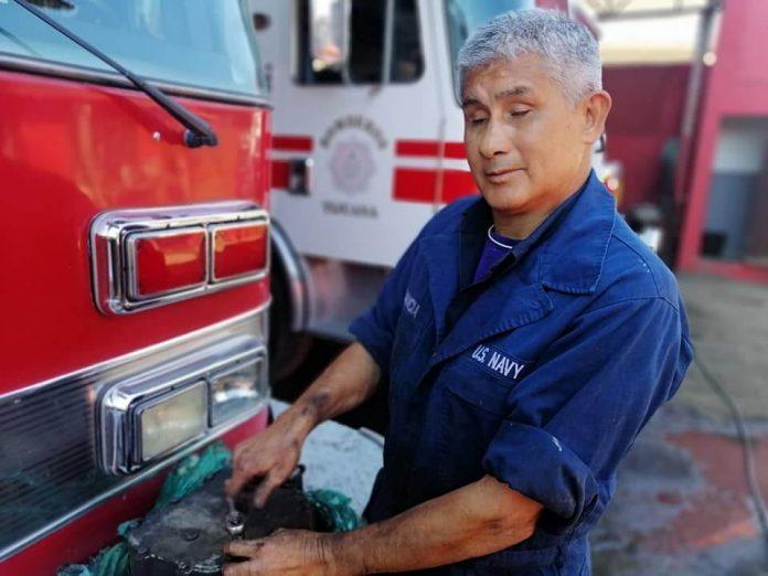 Adrián Valenzuela, mecánico invidente en Tijuana