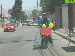 Fueron a la caravana de graduación en bicicleta